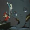 アニメで英語「ネズミがダンボの顔を洗う」